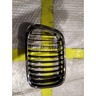 Решетка радиатора левая хромированная-черная