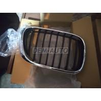 Решетка радиатора правая хромированно-черная
