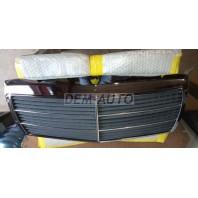 Решетка радиатора хромированно-черная