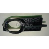 Решетка бампера передняя правая под противотуманку (СЕДАН)(Китай)