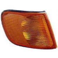 Audi 100  Указатель поворота угловой правый желтый
