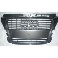 Audi a3  Решетка радиатора с хромированным молдингом