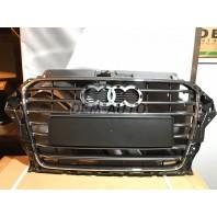 Audi a3  Решетка радиатора с хромированным молдингом , темно-серая
