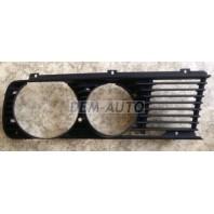 E28 Решетка радиатора правая