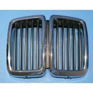Решетка радиатора центральная с хромом