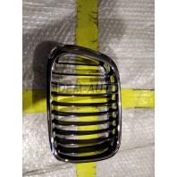 E46 Решетка радиатора леваяхромированная-черная