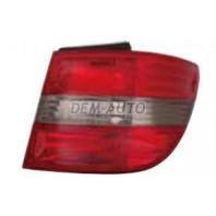 W245/b Фонарь задний внешний правый тонированный красно-хромированный