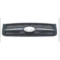 Решетка радиатора с хромированным молдингом черная