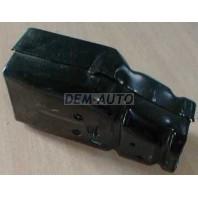 P11  кронштейн усилителя переднего бампера правый